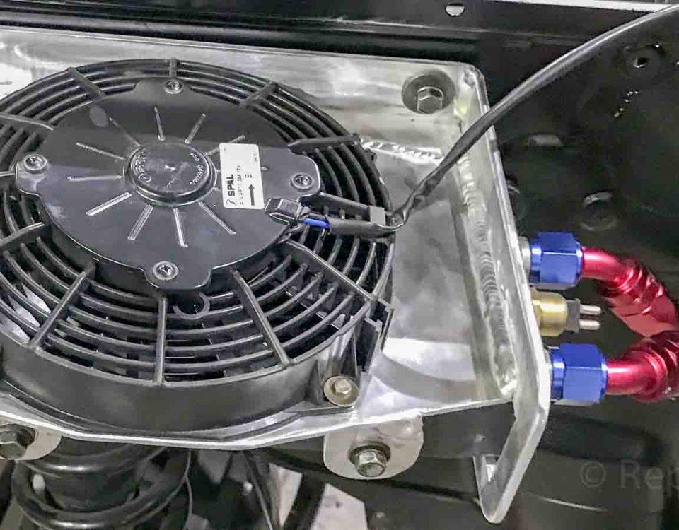 Установка масляного радиатора охлаждения двигателя Мерседес Гелендваген