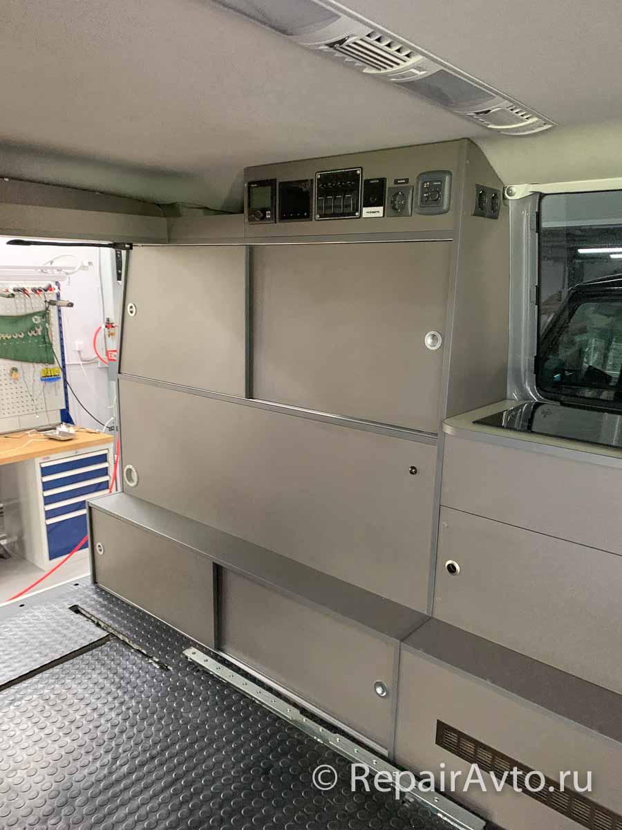 Установка панелей и обшивки минивэна Volkswagen Caravelle